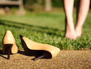 UnkSharp-high-heels-springtime-girl-feet-relax-no-shoes-green-grass-M
